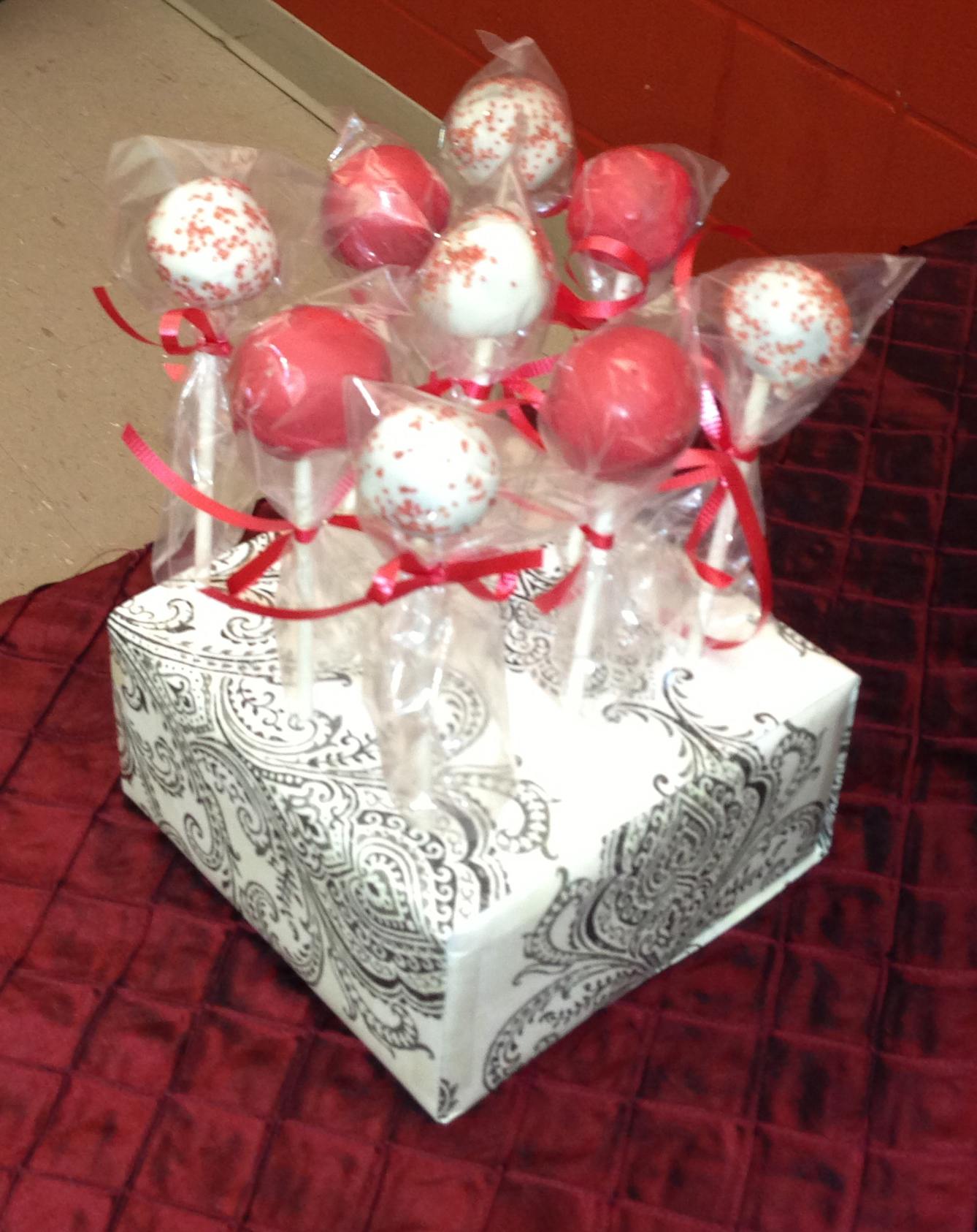Red & White Cake Pop