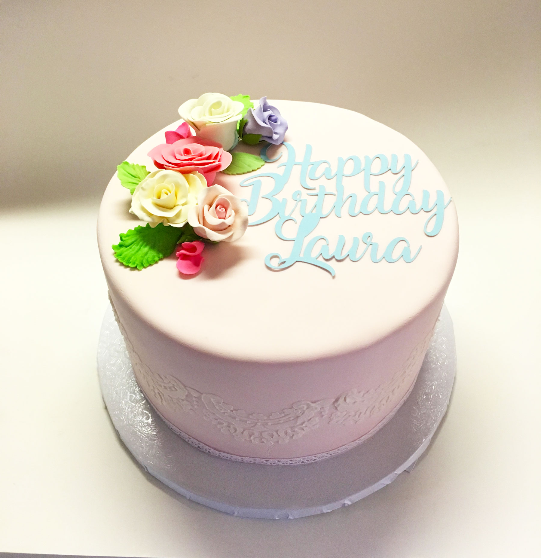 edible-flower-lace-baby-shower-cake