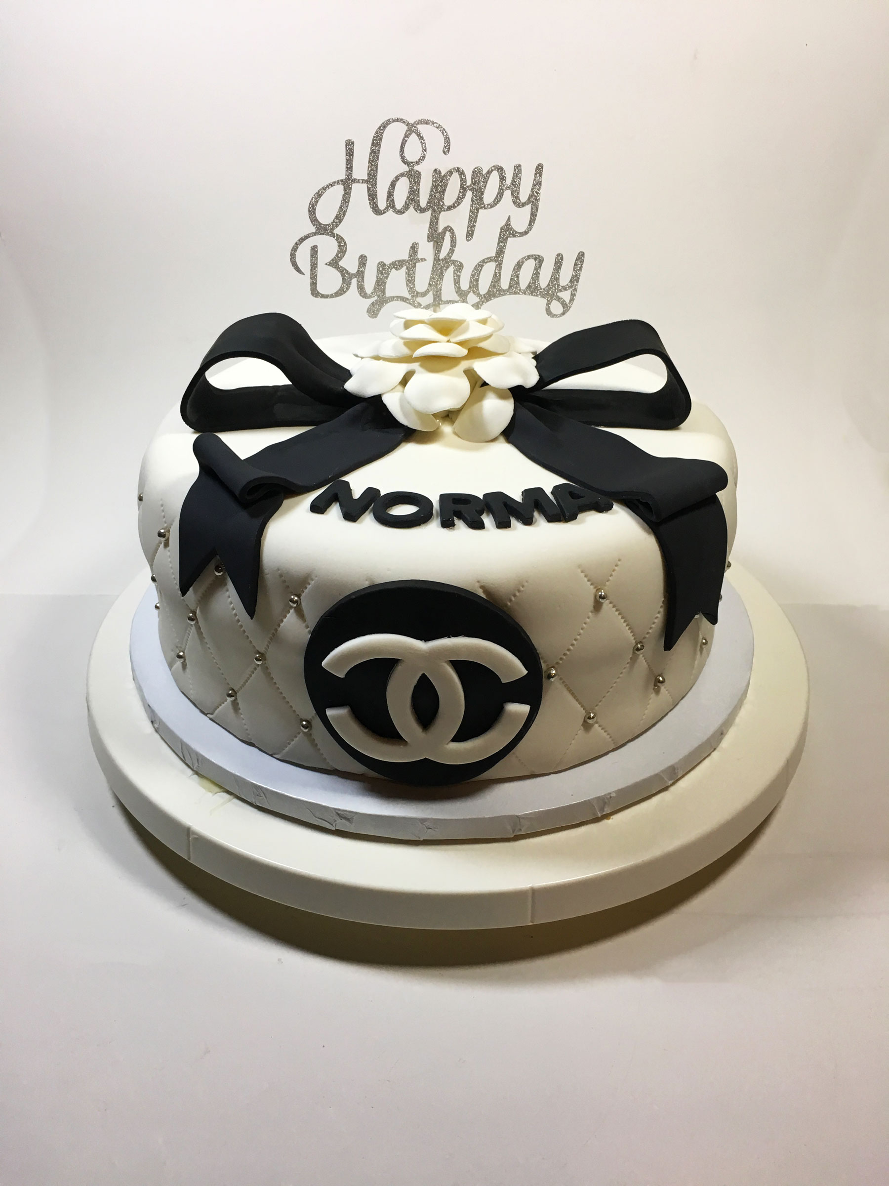 coco-chanel-bow-cake
