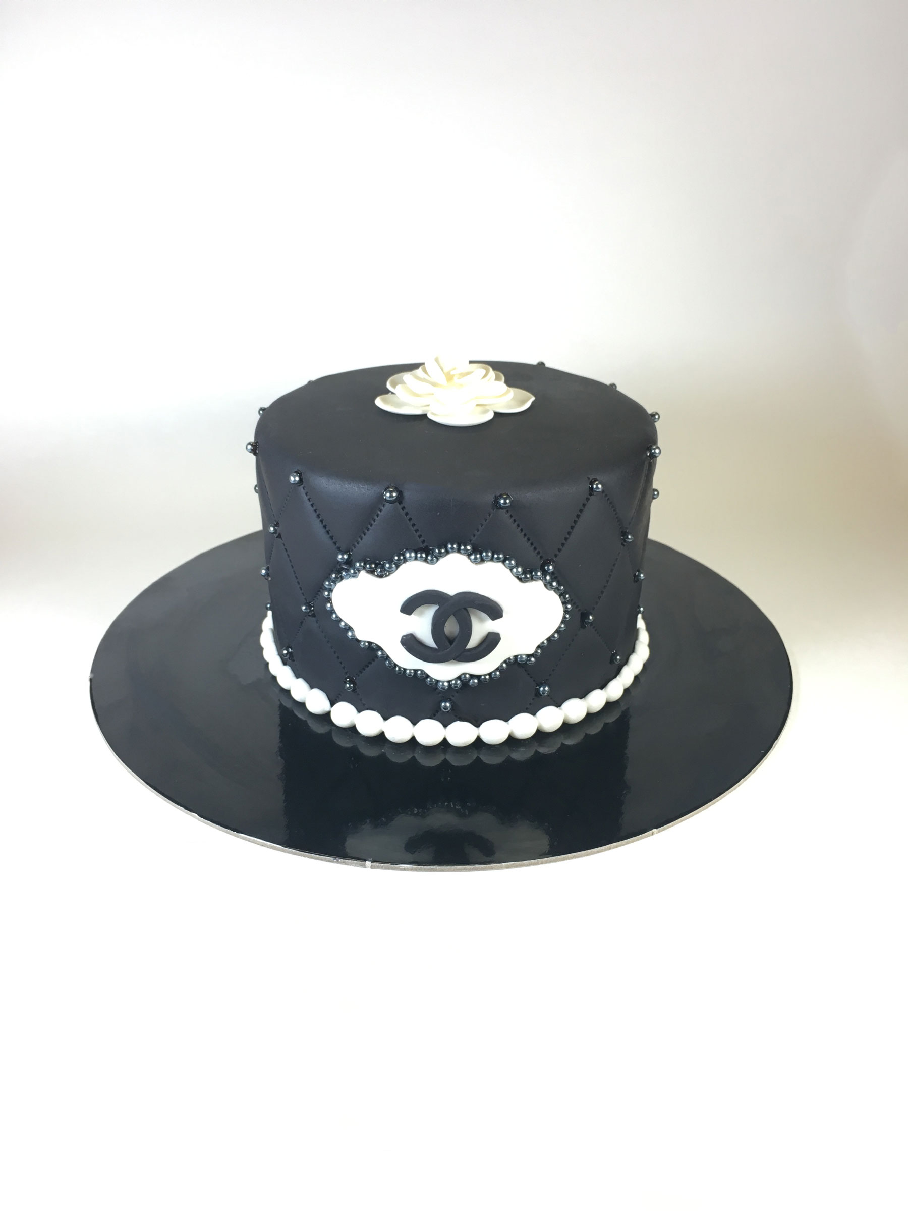 single-tier-black-chanel-cake